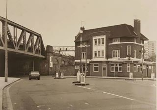 Southwark Park Road and Galleywall Road Bermondsey The Ancient Forresters Pub in 1979.jpg