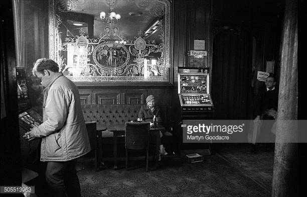 OLD KENT ROAD,LORD NELSON PUB 1987..jpg