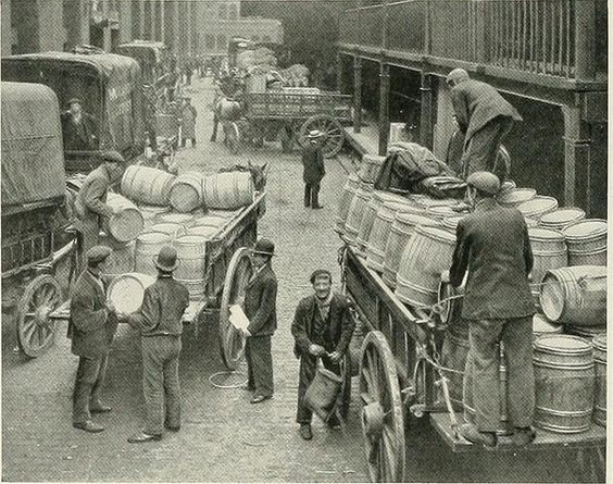 HAYS LANE LOADING WAGONS 1902 X.jpg