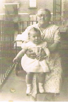 Rays Nan with Pam,Billy & Elsies daughter..jpg