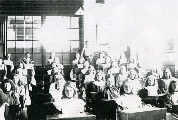 SEARLES ROAD, PARAGON SCHOOL, A CLASS 1910   X.jpg