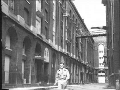 Film Pool of London 1951 Battle Bridge Lane Tooley Street, (Bonar Colleano).jpg
