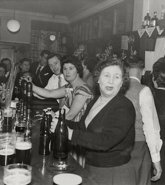 The Royal George Pub, Abbey Street, Bermondsey 1958..jpg