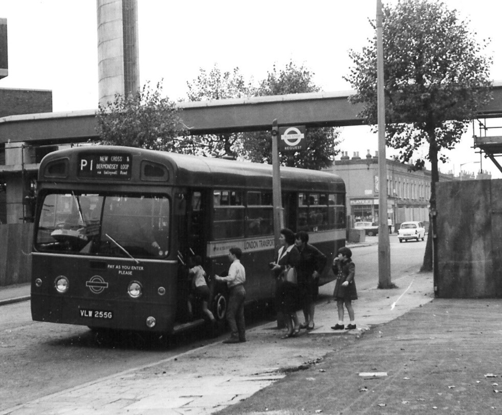 The first day of the new regime, 26 Oct 68. MBS255 on the P1 loads at the Bonamy Estate now demolished, in Rotherhithe New Road, just north of Verney Way.jpg