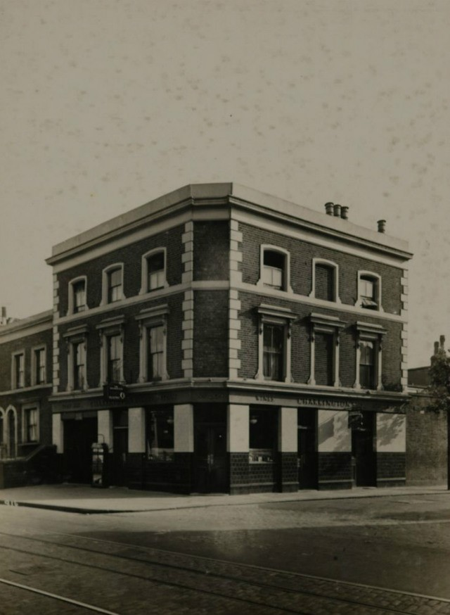 WARRIOR PUB,LOWER ROAD..jpg