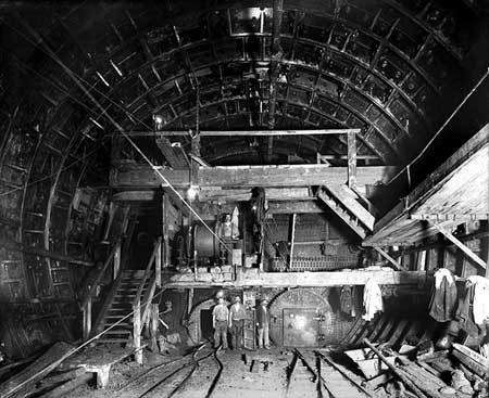 Rotherhithe Tunnel under construction 1906..jpg