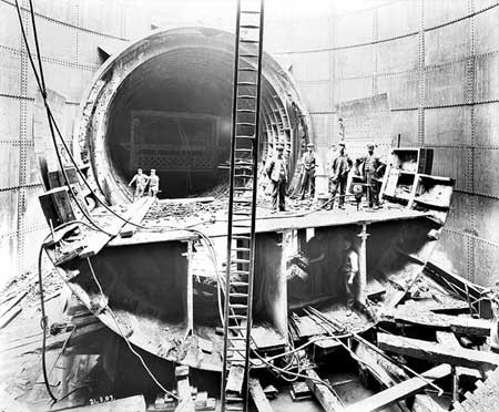 Rotherhithe Tunnel under construction 1907.jpg