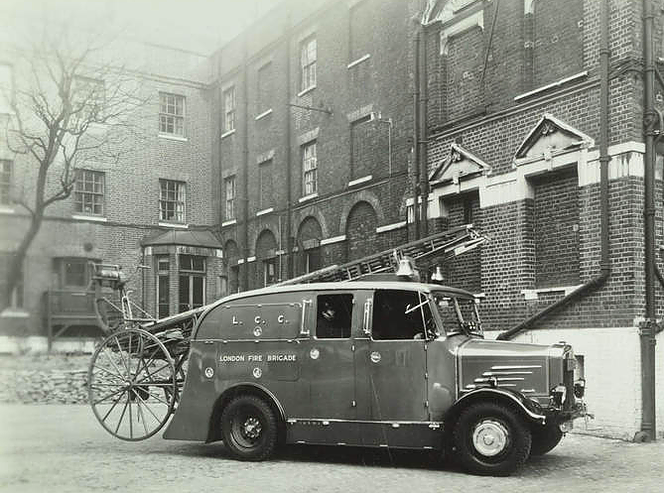 Southwark Bridge Road, Southwark Fire Station's fire escape, 1939.png