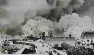Surrey Docks ablaze – 7 Sept 1940.jpg
