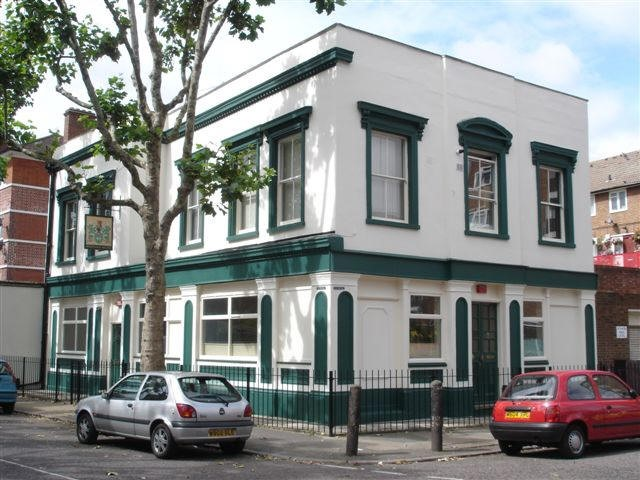 Havelock Arms, 110 Fort Road, SE1 - in July 2007.jpg