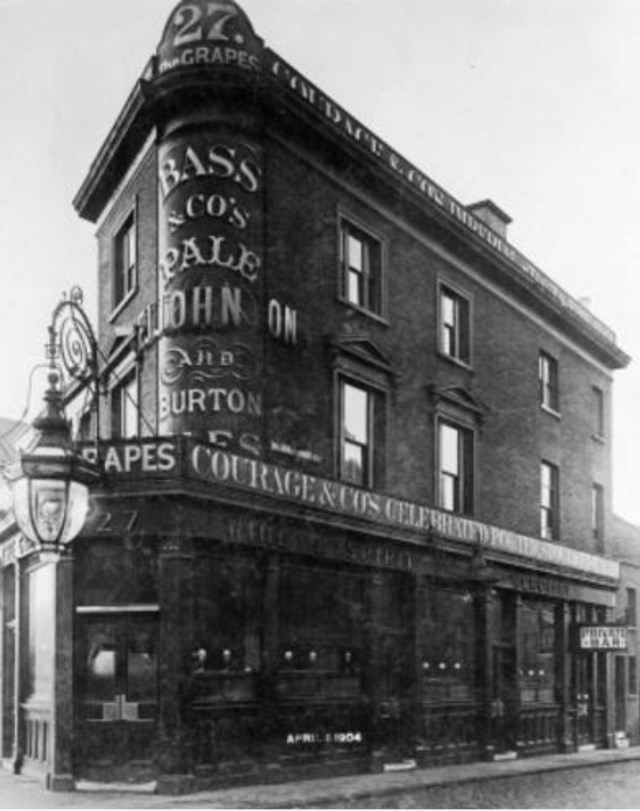The Grapes was situated at 27 London Road c1904.jpg