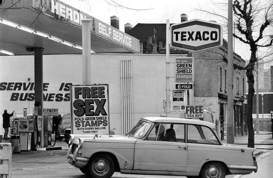 Grange Road Bermondsey 1970's. The Texaco Petrol Station. 1.jpg