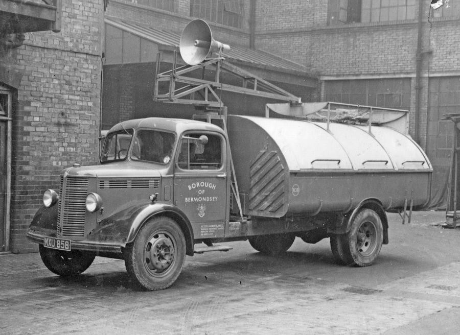 Neckinger,  Bermondsey flood warning van..jpg