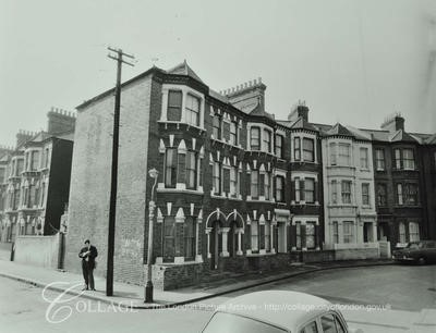 Odell Street right, Dartnell Road left, 1972.jpg