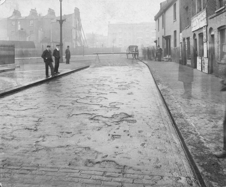 Grange Road slip road 1903, looking towards Tower Bridge Rd, then called Bermondsey New Road. X.png