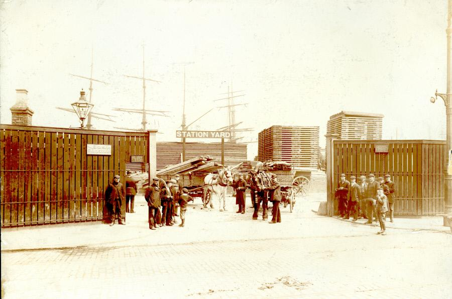 Surrey Commercial Docks entrance in Rotherhithe, c1907 X.png