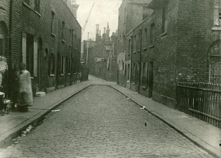 Rose Court, c.1935,ran between Dockhead & Gedling Street. X.png