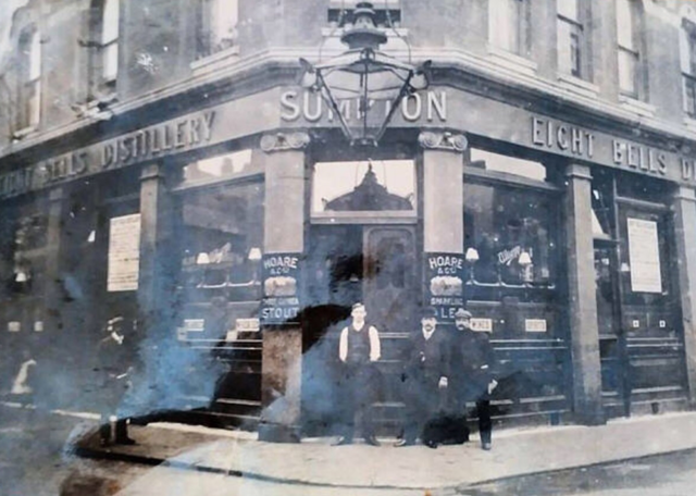 Collingwood Street, The Eight Bells, this pub closed c.1916.  X.png