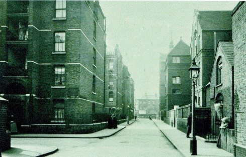 Webb Street looking towards Tower Bridge Road c1914.   X.jpg