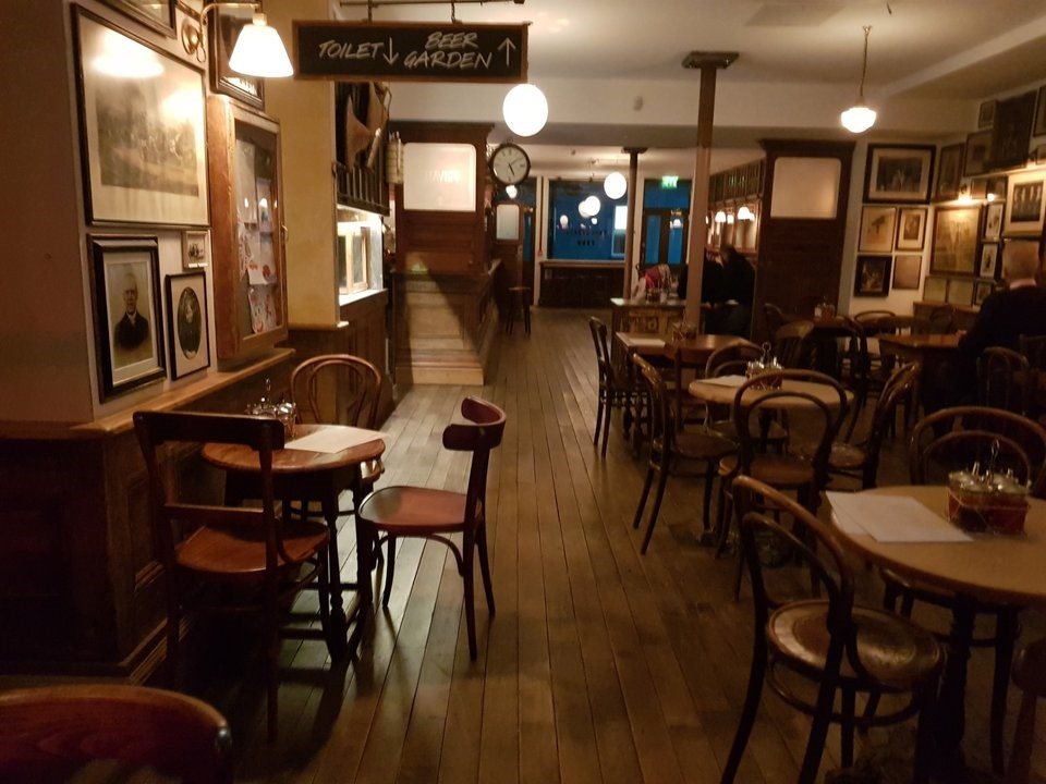 Union Street SE1, Interior of Mc & Sons Irish pub. X.jpg