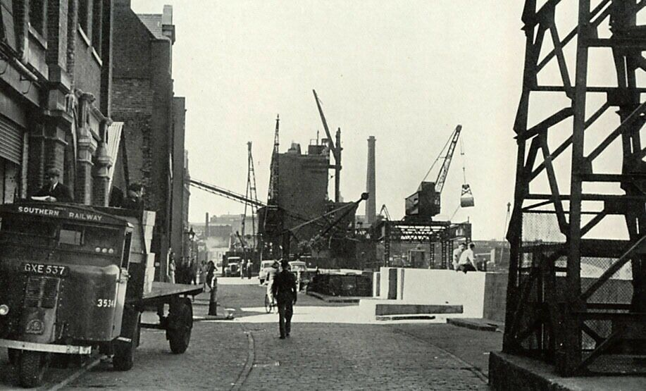 Bankside, Southwark, South London, 1949..png