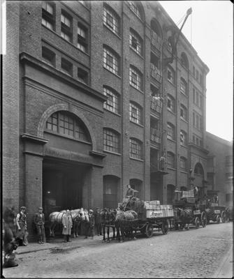 Vine Street rear entrance of Armour & Company corn beef Tooley Street c1919..png