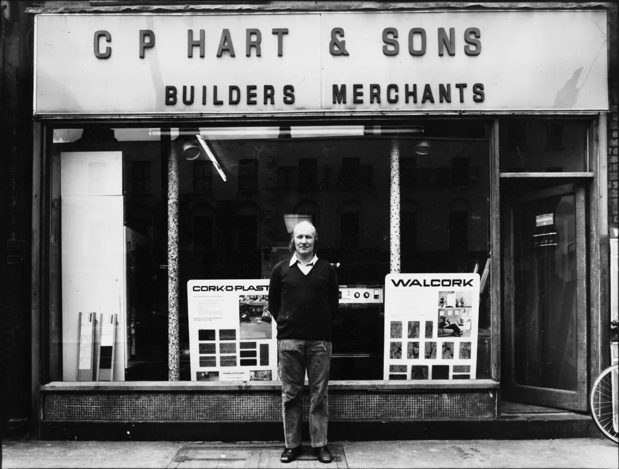 London Road,No 4, 1975, C.P. Hart & Sons, Bath Suites Showroom. Not on.png