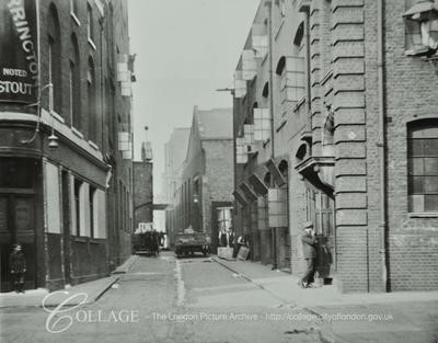 Bear Gardens, c1930. I think the pub on the left is the White Bear.  X.jpg