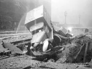 Southwark Park Road, LFB fire towing unit and trailer pump in bomb crater, WW2.   X.png