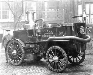 Southwark Bridge Road, a motor steam fire engine with independent pumping and propelling engines.  X.png
