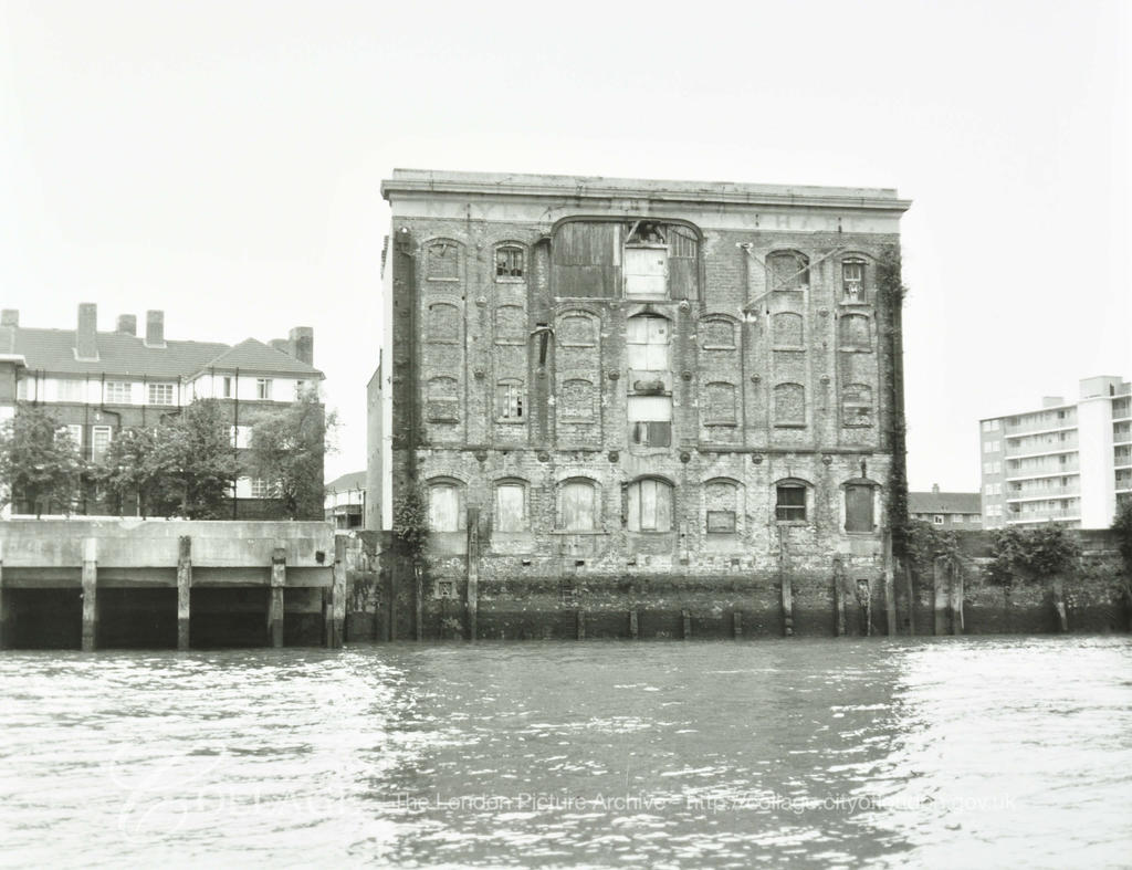 Naylor's Wharf, Rotherhithe Street, c1981.  X.png