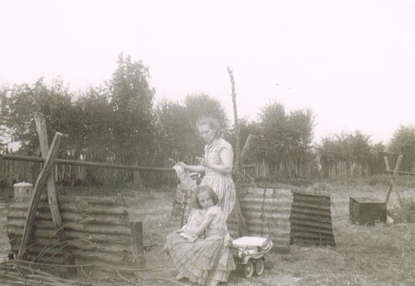 Hop picking, Hunton, Kent 1959. Mum and Jan..jpg