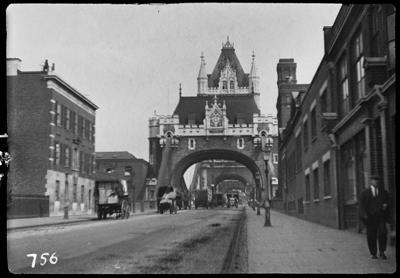 Tower Bridge, with Tooley Street behind.  X.png