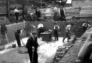 Abbey Street, Bermondsey, construction of an EWS dam, Emergency water supplies.   X.png