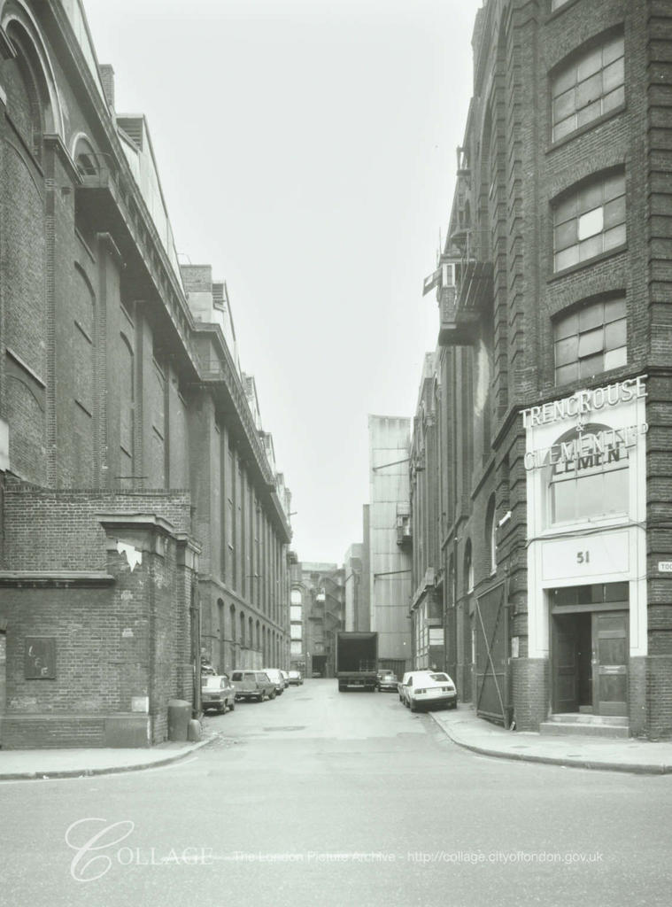 Hays Lane, Cotton's Wharf,  from Tooley Street c1980.  X.png