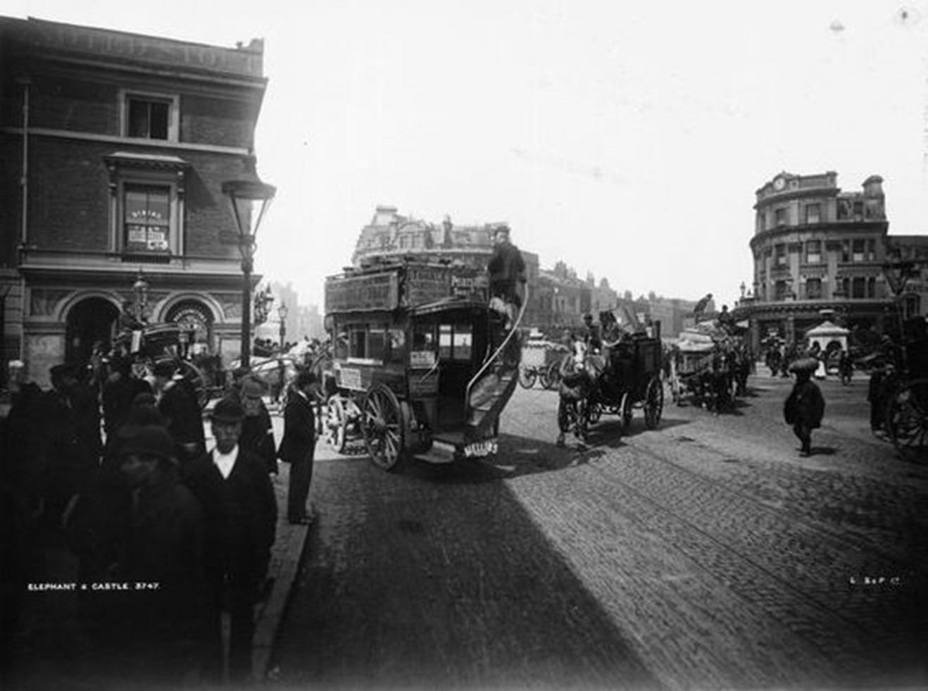 Elephant & Castle circa 1900. An omnibus travelling amongst the traffic at the Elephant.  X.jpg